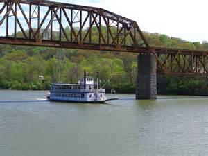 MississippiRiverBridgeNSteamboat